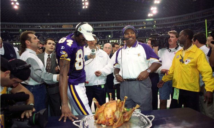 26 Nov 1998:   Randy Moss #84 of the Minnesota Vikings celebrates Thanksgiving during a game against the Dallas Cowboys at the Texas Stadium in Irving, Texas. The Vikings defeated the Cowboys 46-36. Mandatory Credit: Stephen Dunn  /Allsport